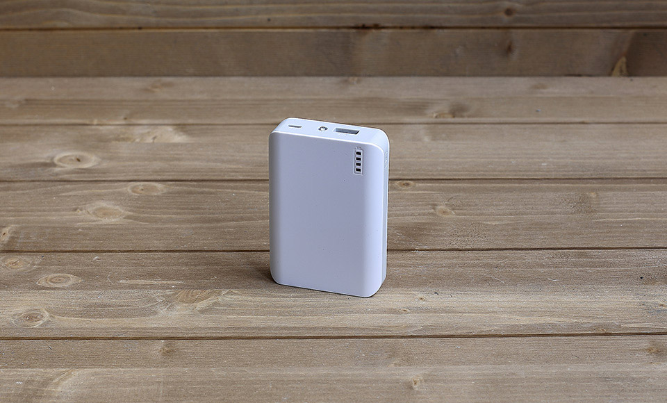 power bank Power Bank 6000mAh fast-charge 2A, compatto, bianco, luce LED, batteria esterna